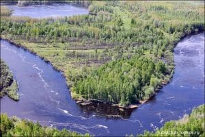 A picture of an island in Tomsk in Siberia surrounded by water