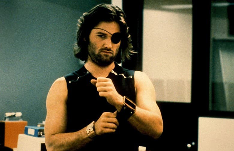 Snake Plissken fastens his watch in Escape from New York