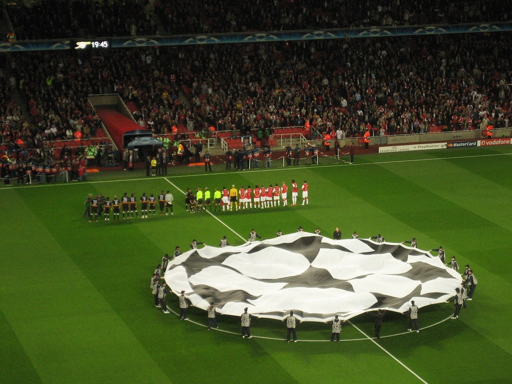 Arsenal line up on the pitch to face Sevilla