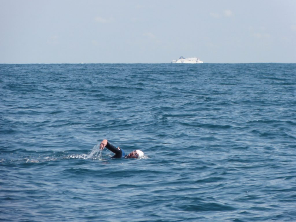 A swimmer takes on the endurance race Arch to Arch
