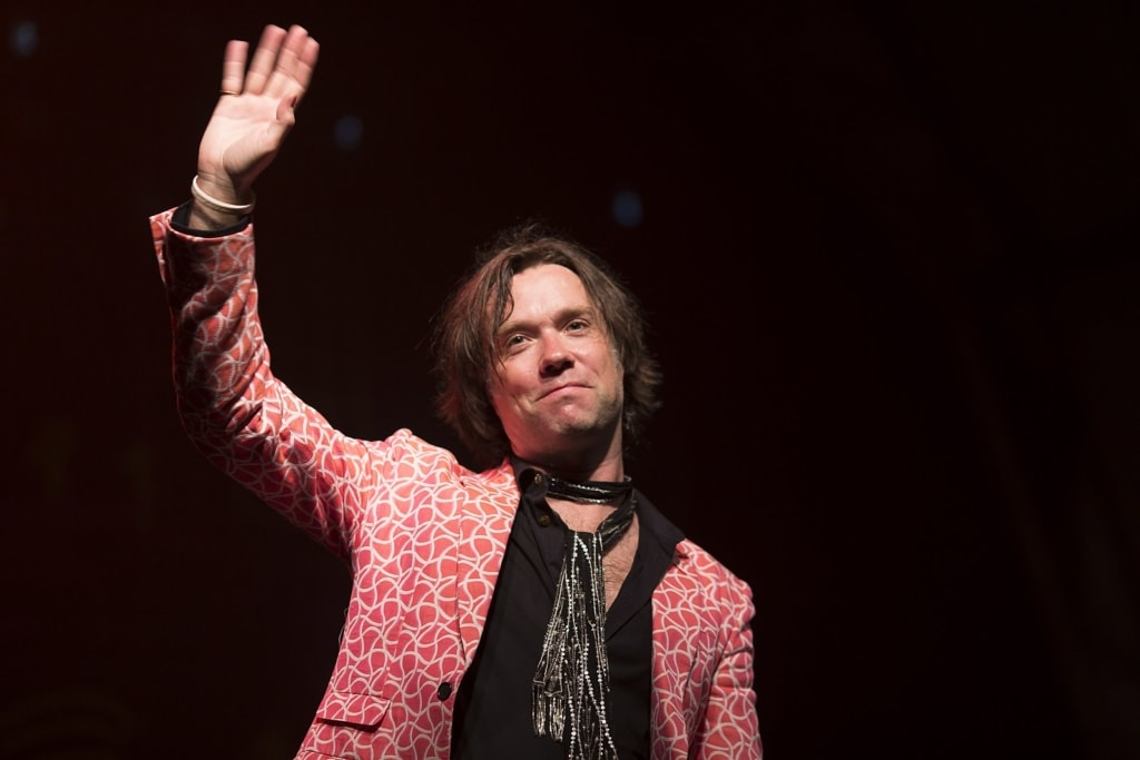 Singer songwriter Rufus Wainwright waves at a crowd